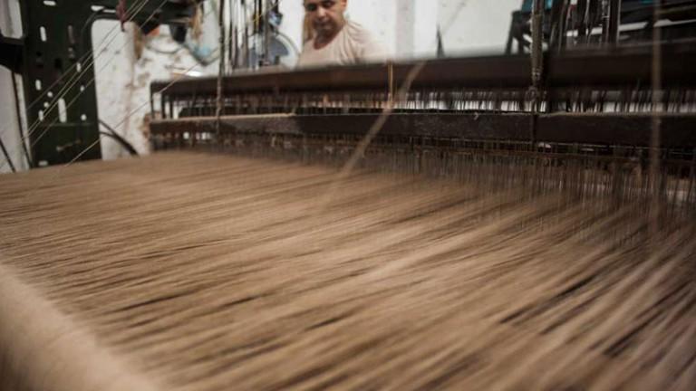 O estilista se encantou com todas as etapas do processo têxtil. Um dos objetivos de sua visita foi aprender sobre o algodão colorido orgânico que já nasce colorido em tons que variam do bege ao marrom.