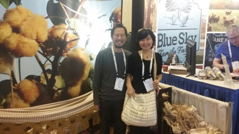 Chineses que trabalham com exportação algodão colorido para a China, visitaram nosso estande.