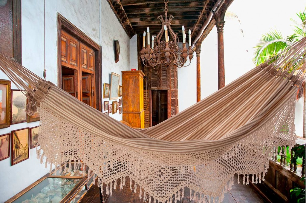 Products line of Santa Luzia Hammocks and Decorations developed with color cotton of Paraíba.